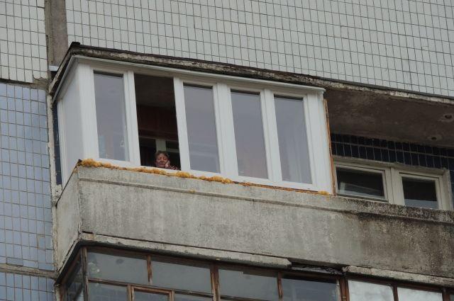 Выстрел произошёл с балкона пятиэтажного дома.
