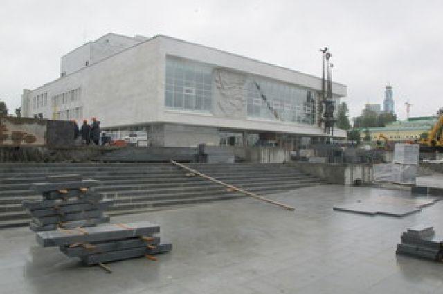 Вокруг екатеринбургского ТЮЗа начались работы по благоустройству