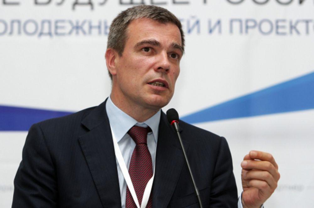 Замкнул пятёрку наиболее эффективных Олег Савельев, первый министр РФ по делам Крыма. Он занял эту должность лишь в марте этого года, а прежде занимал пост министра экономического развития.