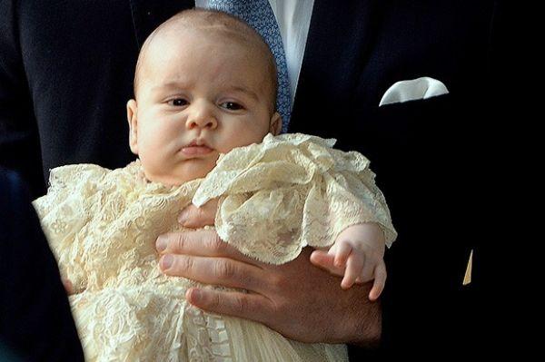Затем – в октябре прошлого года - принц стал главной звездой на церемонии крещения в Букингемском дворце.