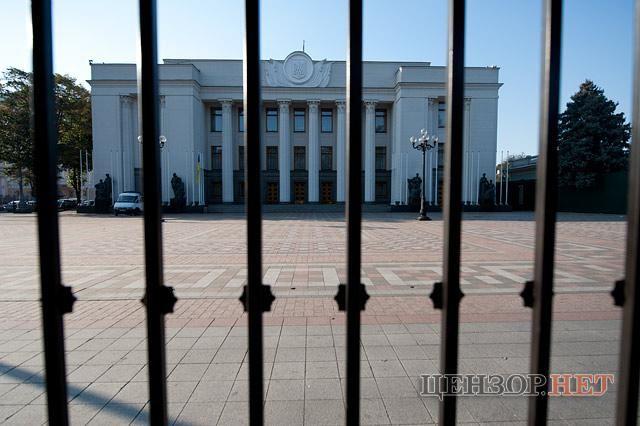 Забор перед Верховной Радой Украины