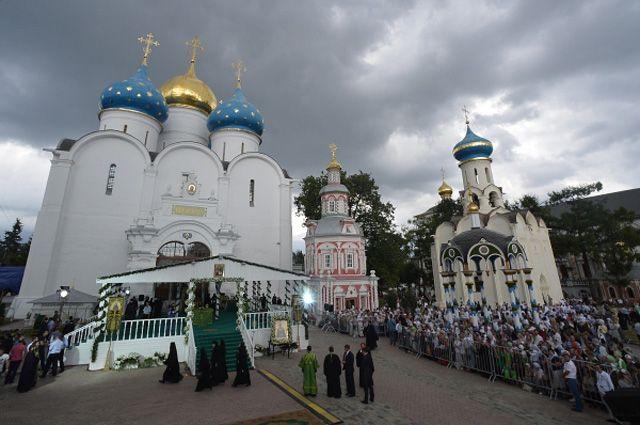 Богослужение в Троице-Сергиевой лавре на празднование 700-летия со дня рождения преподобного Сергия Радонежского.