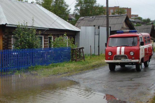 Более 30 домов были подтоплены в Сатке из-за дождей. Вода пока не уходит