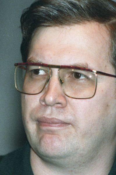 В октябре 1994 года Мавроди избрали депутатом, хотя тот не скрывал, что ему нужна лишь неприкосновенность – ни на одном из заседаний Госдумы он так и не присутствовал. Параллельно Мавроди угрожал провести всенародный референдум и поставить вопрос о недоверии властям.