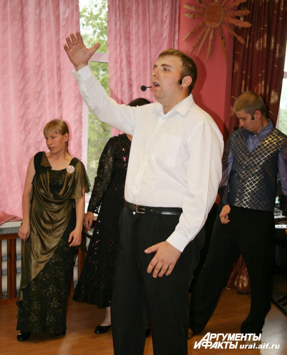 Театр людей с ограниченными возможностями здоровья «Искреннее чувство» показал гостям сцену из спектакля «Орфей и Эвридика».