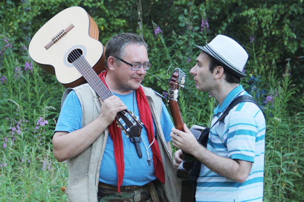 К выступлению готовится наш бывший земляк Алексей Кияйкин (слева)