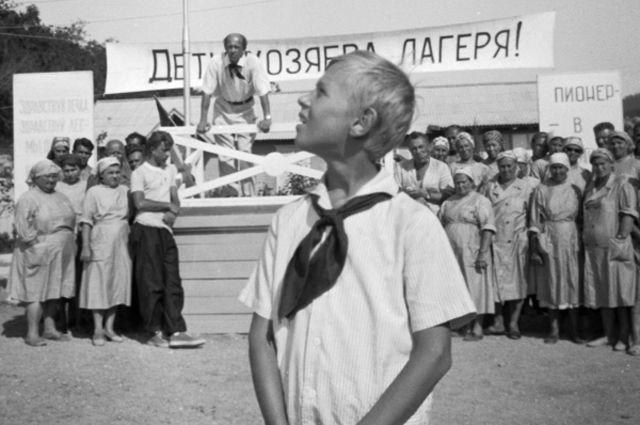 Кадр из фильма «Добро пожаловать, или посторонним вход воспрещён». 1964 год.