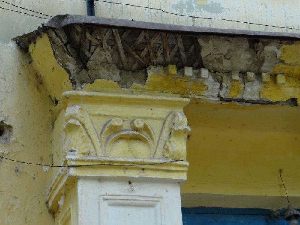 Лепнина на домах разваливается