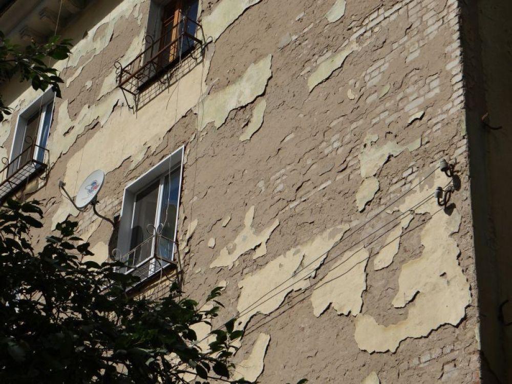 Еще одно «украшение» - обшарпанные фасады
