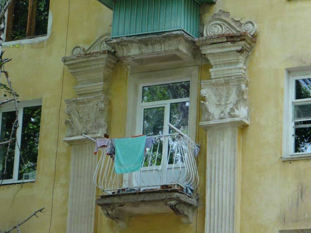 На «ажурных» балконах сушат нижнее белье