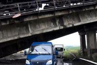 Разрушенный железнодорожный мост на Донбассе