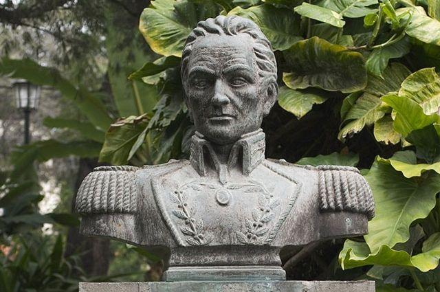 Бюст Симона Боливара в городском парке Фуншал. Мадейра.