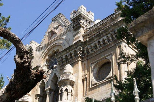 Здание выполнено в стиле эклектика