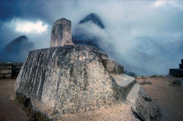 Считается, что в Мачу-Пикчу могли попасть лишь представители элиты – жрецы и знать, а также наиболее высокооплачиваемые ремесленники. Вместе с ними свободным доступом в город обладали мамакунас, избранные для служения богам девственницы.