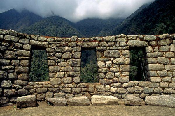 Центральное место в Мачу-Пикчу занимает Храм Трёх Окон. Три окна в стене храма символизируют троицу основателей Империи инков. Считается, что через эти окна они пришли в мир.