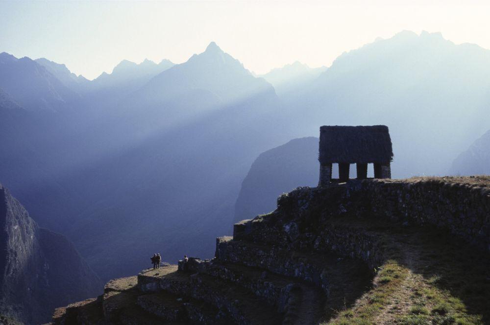 Среди археологов ходила легенда о потерянном городе Инков в Перу, однако Бингхэму потребовалось 24 года исследований, чтобы найти его. По слухам, Мачу-Пикчу археолог нашёл с подачи местного мальчика, который за 30 центов показал учёному тропинку к вершине горы.
