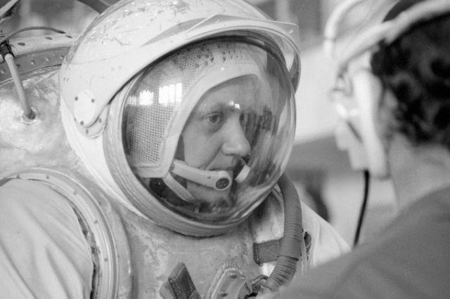 Лётчик-космонавт Светлана Савицкая готовится к полёту в Центре подготовки космонавтов. 1984 год.