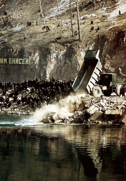 Перекрытие Енисея, 1963 год.
