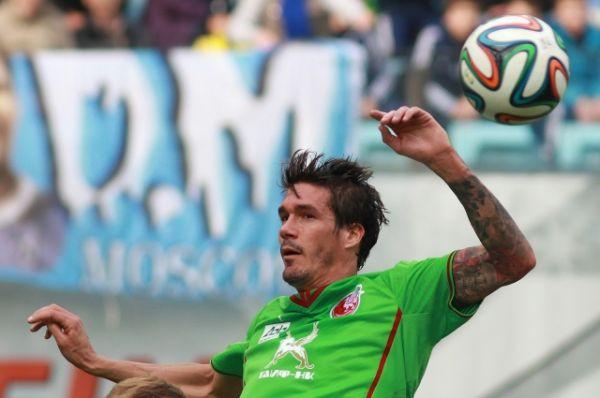 Испанский футболист Сесар Навас с 2009 года играет за казанский «Рубин». Рост центрального защитника - 197 см.