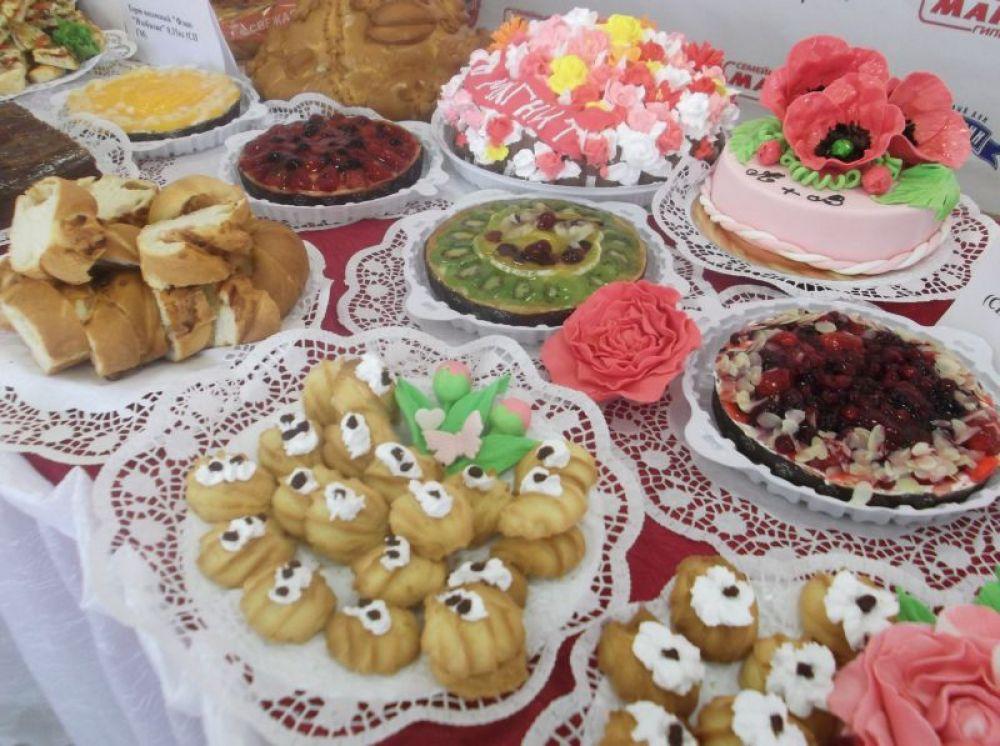 представленные сладости поражали красотой и вкусом!