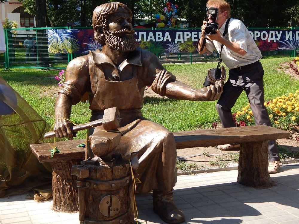 Новая бронзовая скульптура - символ Пскова появилась в Детском парке