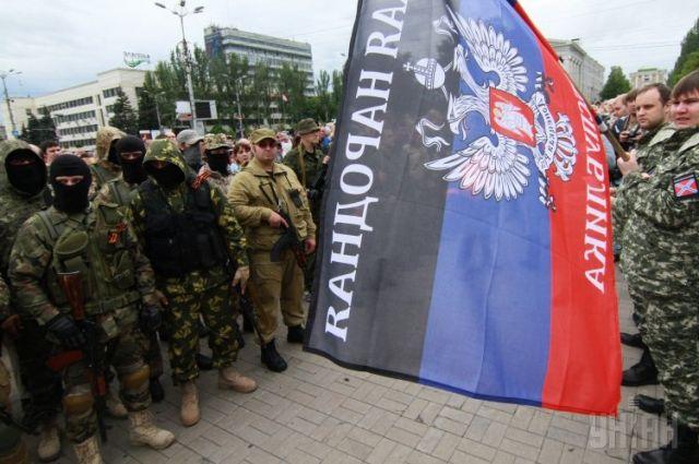 Флаг и сторонники ДНР
