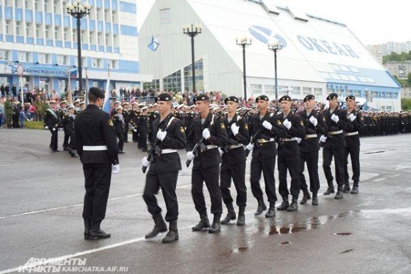 Парад прошел на Площади героев-подводников.