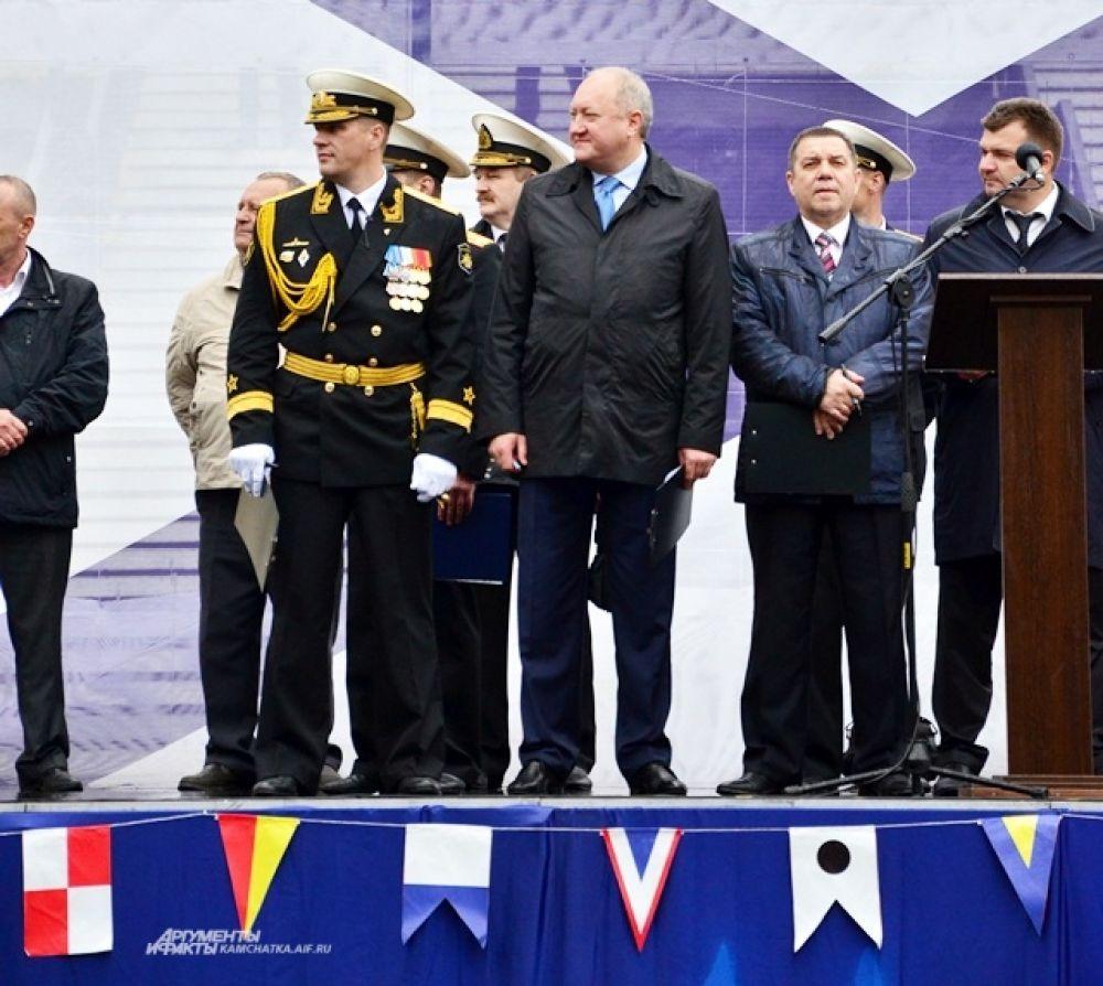 Губернатор Камчатского края Владимир Илюхин поздравил моряков.