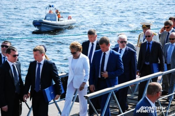 Валентина Матвиенко и Георгий Полтавченко побывали на борту корвета