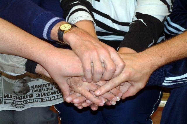 Рукопожатие - символ дружбы.