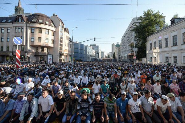 По предварительным оценкам, в различных церемониях в честь праздника намеревались принять участие 230 тысяч человек.