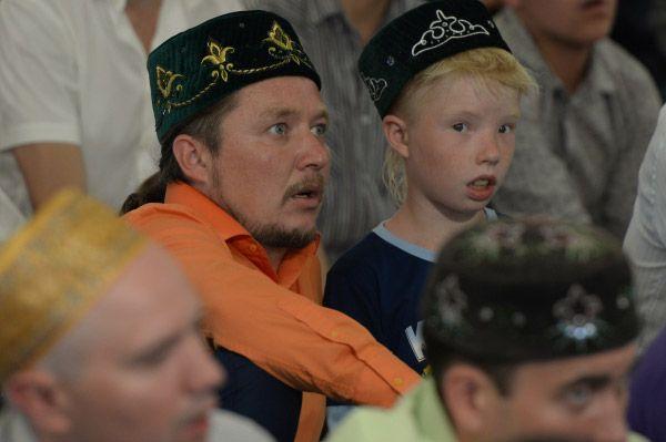 С семи до одиннадцати утра в шести столичных мечетях прошли праздничные мероприятия.