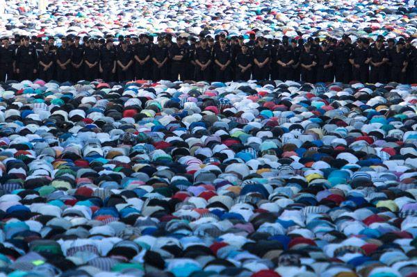 Охрану правопорядка на мероприятии обеспечивали четыре тысячи полицейских и ещё пятьсот дружинников.