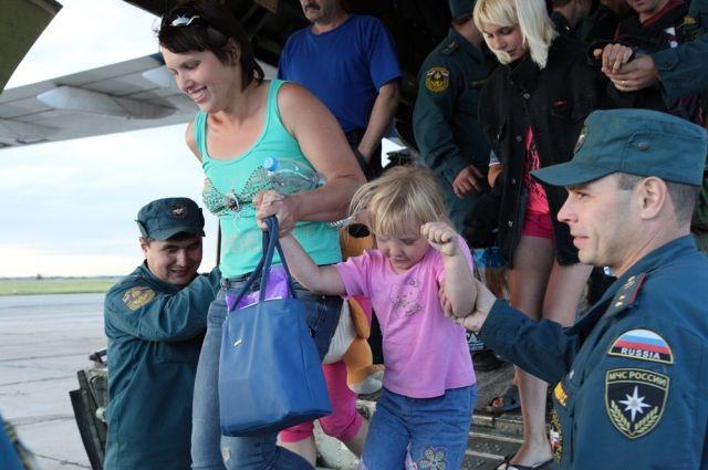 Беженцы с Украины прилетели в Челябинск.