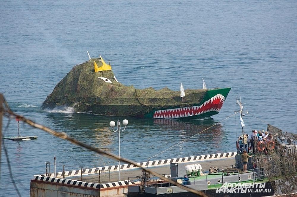 Нептун посетил моряков на персональном корабле.