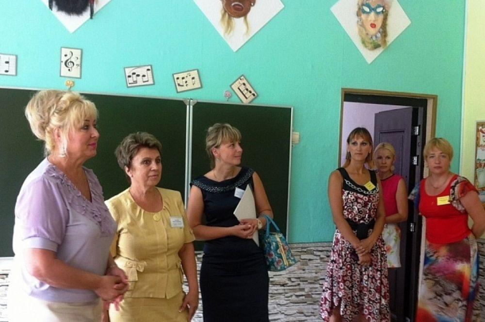 Татьяна Заболотная по поручению главы региона посетила школу №1 села Вольно-Надеждинское.