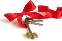Многодетная семья получила ключи от квартиры.
