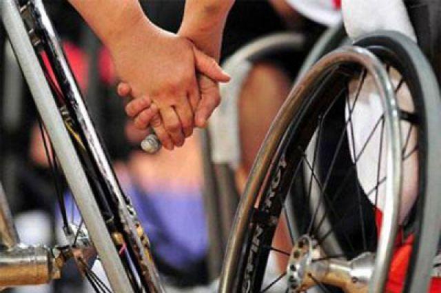 Люди на коляске - такие же, как остальные, только передвигаются по-другому.
