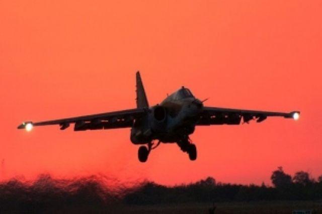 СУ-25 заходит на посадку.