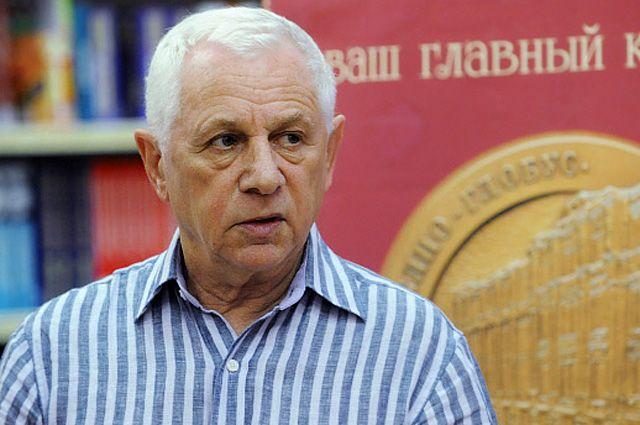 Эдуард Тополь во время презентации своей книги «Детям до 16 воспрещается». 2010 год.