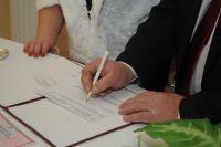 При вопросах с документами о браке или свидетельстве о рождении нужно обращаться в ЗАГС.