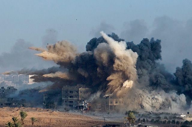 Взрыв во время израильского удара в северной части сектора Газа.