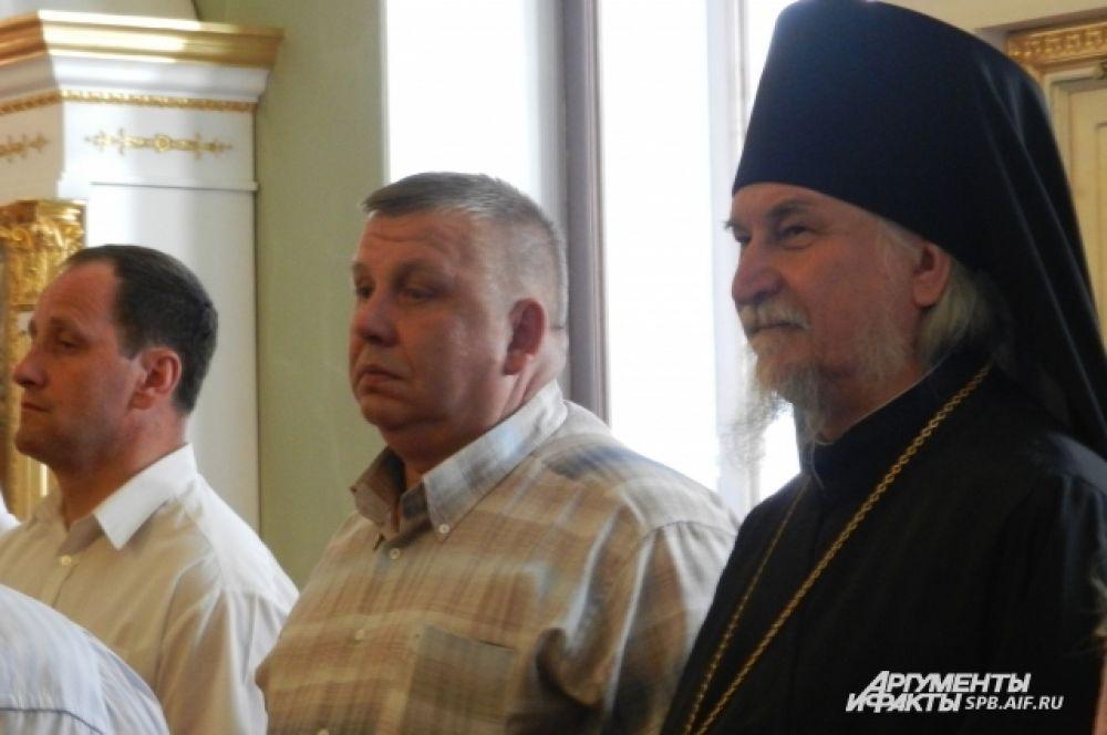 На богослужении присутствовал Архимандрит Тихон, наместник Псково-Печёрского монастыря