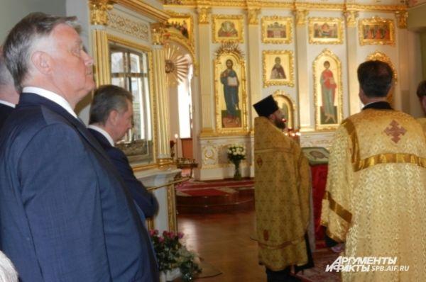 В церкви присутствовал и глава центра Национальной славы и фонда Андрея Первозванного Владимир Якунин