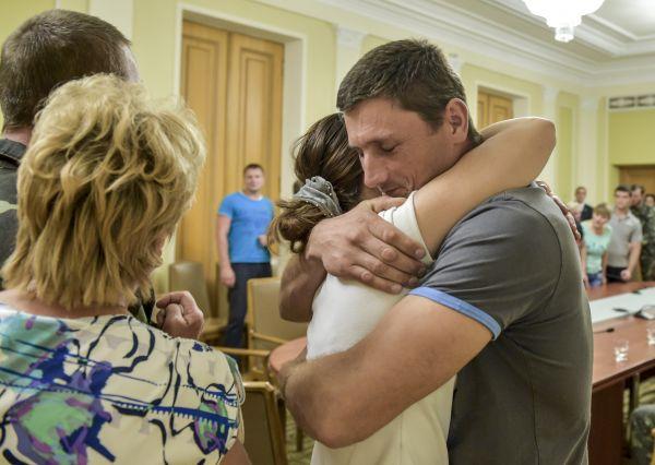 Президент Украины Петр Порошенко провел встречу с матерями и женами военных