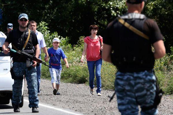 Вечером 29 июля обстрелу с украинской стороны подвергся пропускной пункт «Матвеев Курган». В этот момент между российским КПП и пунктом «Успенка» находились около 120 человек,  пересекавших границу. Их эвакуировали из опасной зоны, никто не пострадал.