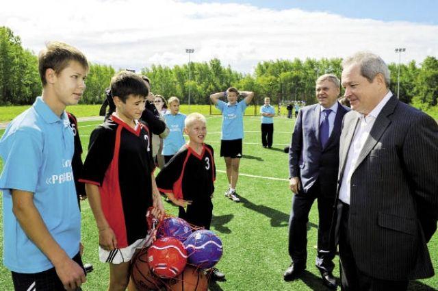 В Усть-Кишерти местная детвора и взрослые давно обжили стадион.