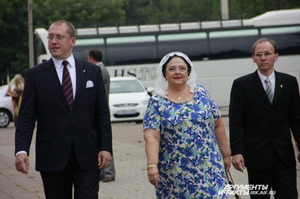 В первые дни своего прибытия Княгиня Мария Романова посетила достопримечательности города и области.
