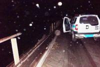 Падение с моста автомобиля оказалось смертельным для жены водителя.