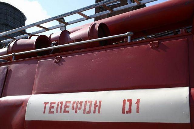 Пожар произошёл в Октябрьском округе Омска.